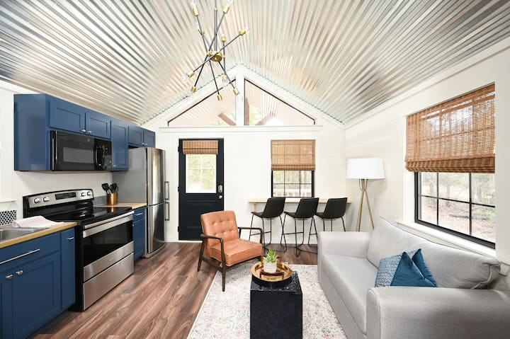 Cozy luxury cottage 15 minutes from Texas A&M!