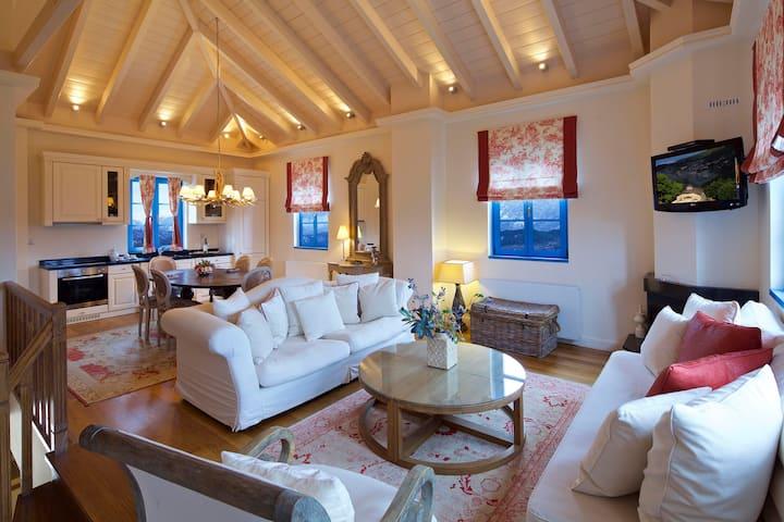 Zagori Suites - 2 Bedroom Grand  Chalet
