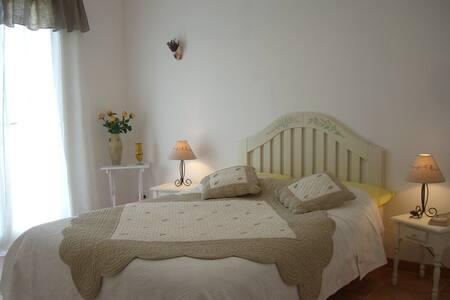 Chambres d'hôtes,  Drôme Provençale - Bouchet - Bed & Breakfast