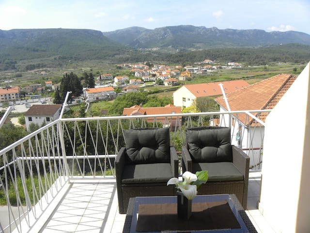 Simple, near the sea and center, A4 - Jelsa - Appartement