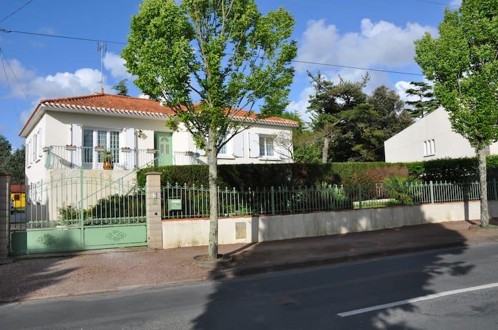 appartement 2 pièces  centre ville - Challans - Leilighet