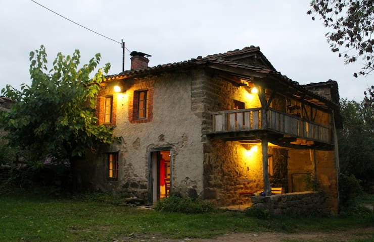Romantic holiday home for 4 persons - Domaize - Casa