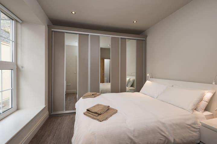 King Size Bedroom 1st Floor