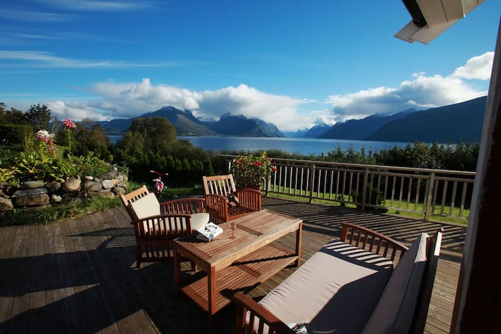 Spectacular location outside the town of Aalesund - Sula - Rumah