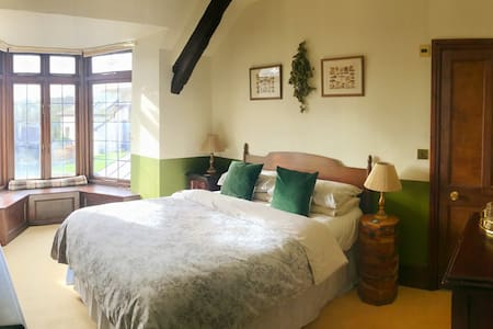 Private double en-suite room in 17th c. longhouse