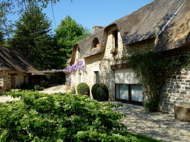 Authentique chaumière dans le sud Finistère - Rédéné - House