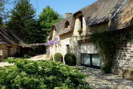 Authentique chaumière dans le sud Finistère - Rédéné - Дом