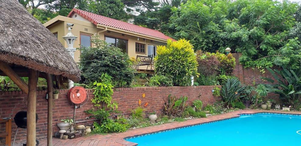 Garden cottage in private quiet surrounds