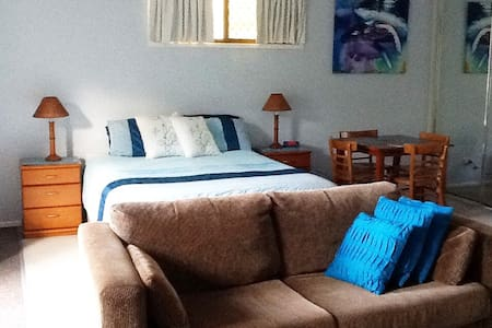 Comfy Stay Burleigh Waters, Gold Coast, Australia - Burleigh Waters - Casa