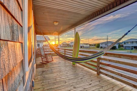 Magical Bungalow OBX (Walk to Beach + Surfboards)