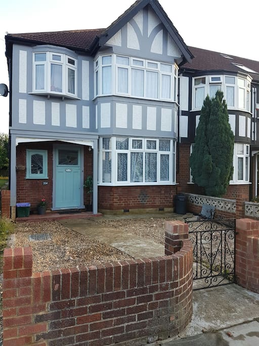 3 bedroom family home nr Wimbledon. Off street parking.