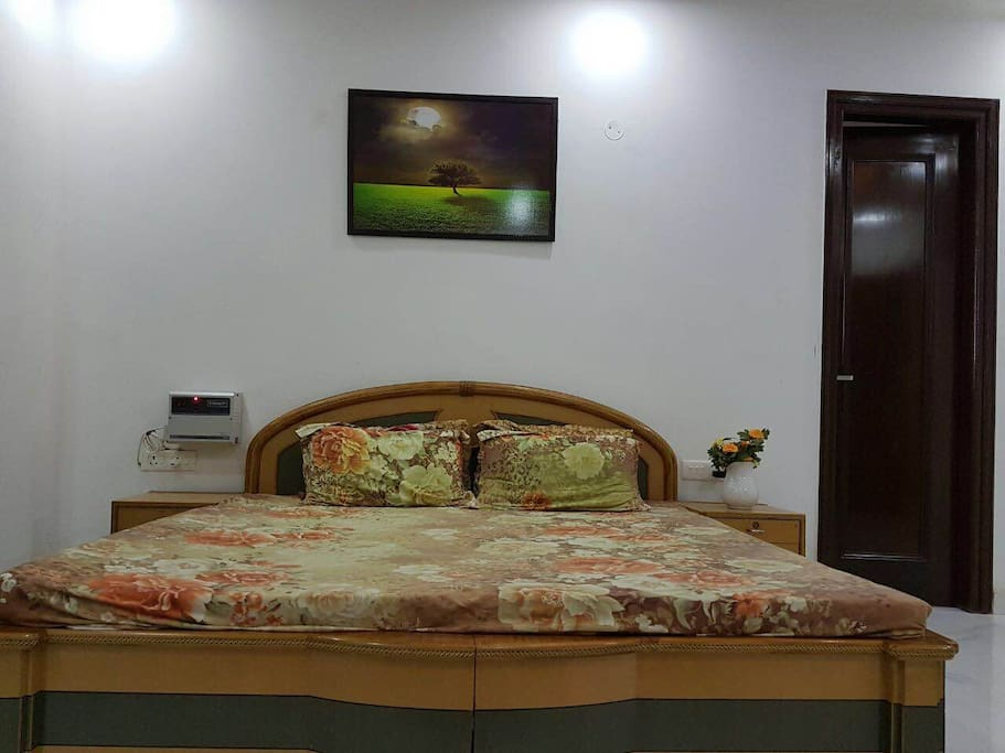 Beautiful Furnished Room Homely Atmosphere Houses For