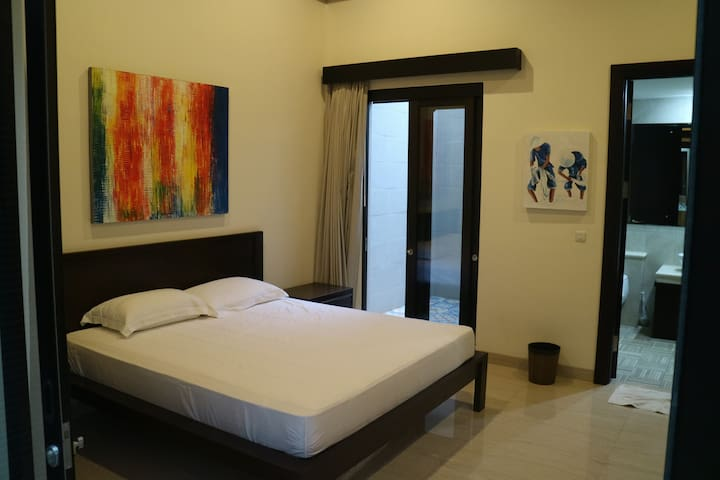 Private Bedroom with Own Patio - Tangerang - Dom
