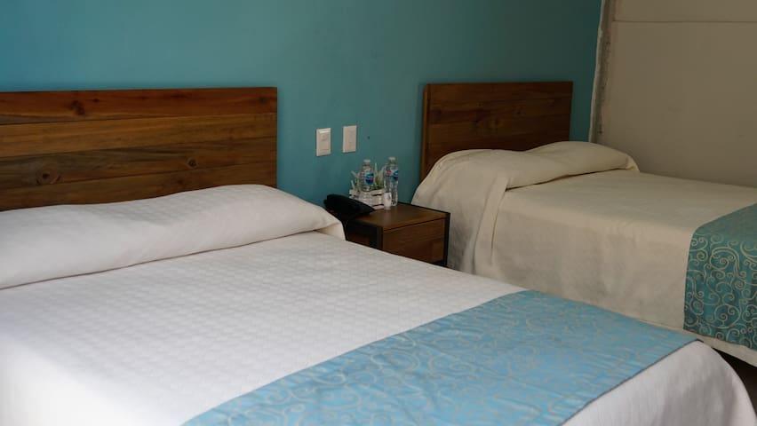 305 Habitación dos camas dobles A/C, TV antena