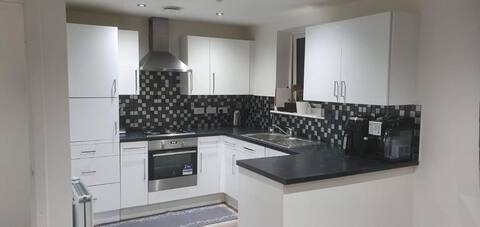Private Single Room In a Luxury 3 Bed House