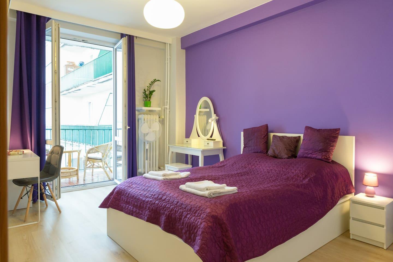 Welcome to our lovely room! Witamy w naszym ślicznym pokoju!