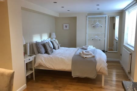 Self-contained Luxury Studio close to Tring