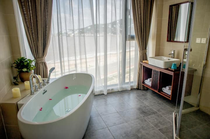 一线海景大床房,推窗观海,俯瞰最美的海滩