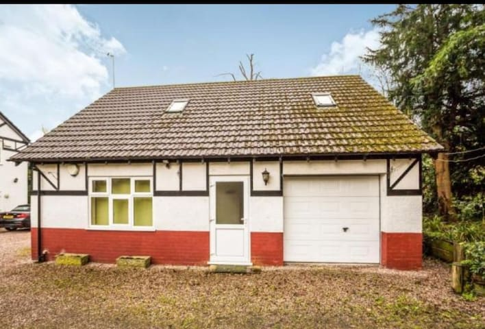 Retreat less than 2 miles from Chester Zoo & Races