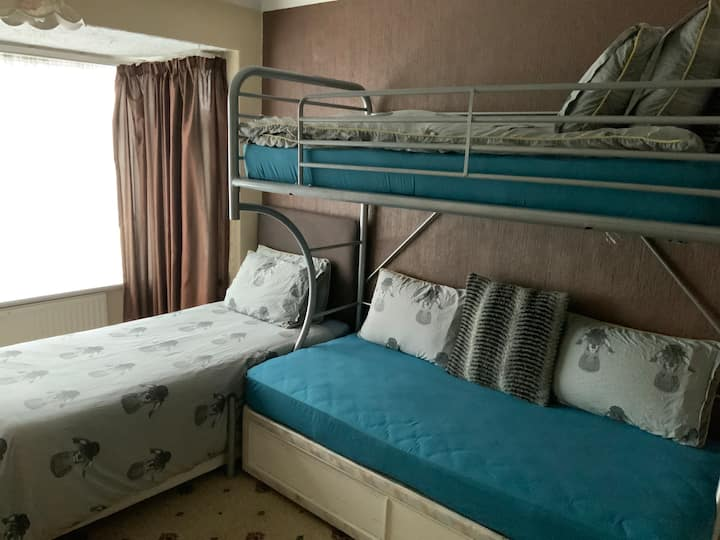Home in Seacroft, with 3/4 single beds in room