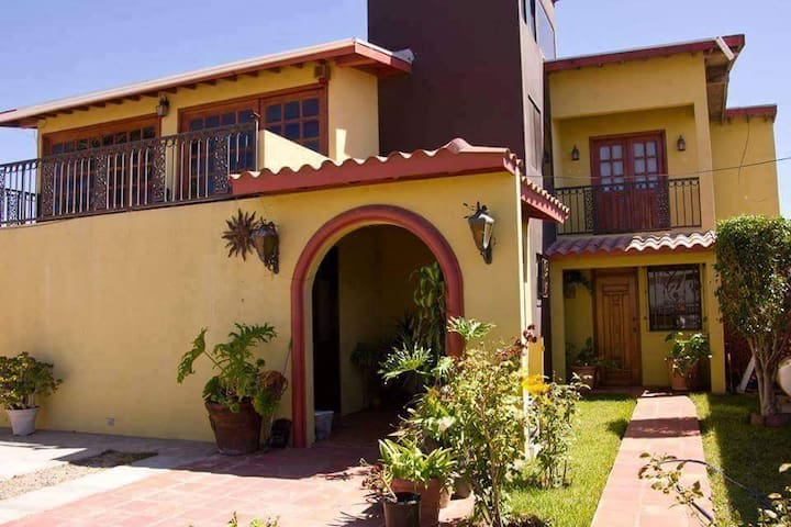 4-Bedroom House In Downtown Rosarito - Rosarito - Haus