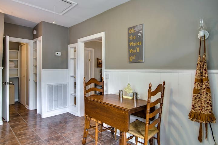 Dining for 2 or pull out the table to fit 4 in the kitchen