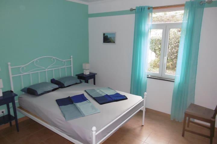 sleeping room with bed 140 x 190