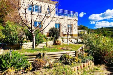 Magnifique T2 en rez-de-villa avec piscine à Alata