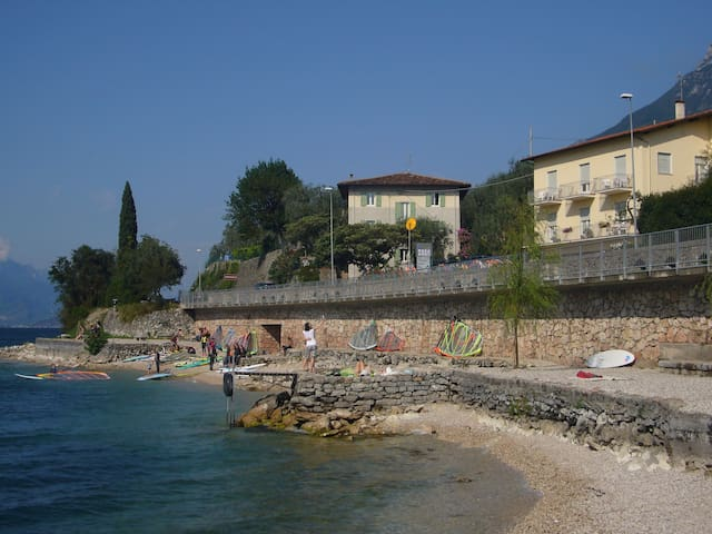 CASA TONINI ROOMS LAKE FRONT - Stanza Privata2Wifi - Malcesine - Hus