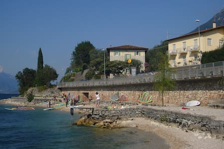 CASA TONINI ROOMS LAKE FRONT - Stanza Privata2Wifi - Malcesine - Rumah