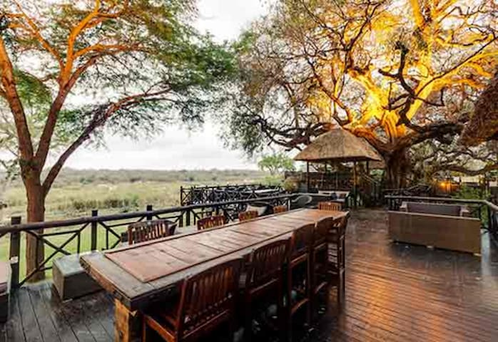 Luxury 6-sleeper chalet at Kruger National Park - Hazyview - Hytte (i sveitsisk stil)