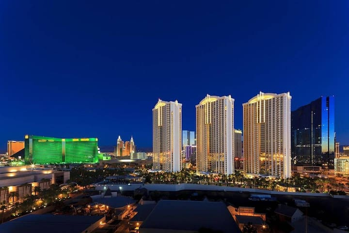 MGM SIG 31ST PH LUXURY SUITE - NO RESORT FEE