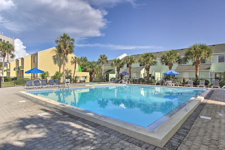 Destin Townhome with Beach Access & 2 Pools!