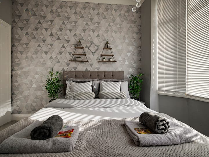 Stunning Double Room 1 in Haddon House