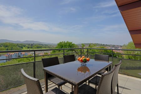 Saint-Jean-de-Luz│Comfortable bright apartment · 4pax · Mountain view