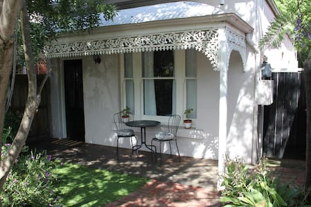 Easy Melbourne Holiday at the Camberwell Cottage - Camberwell - Casa