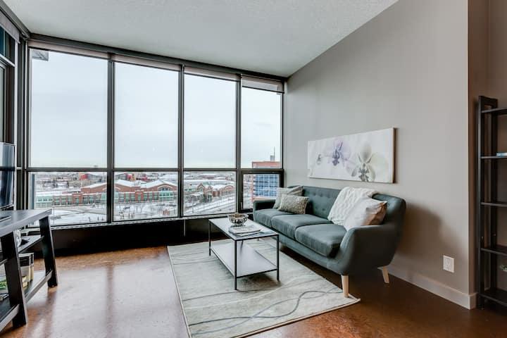 Best Location DT/BMO/STAMPDE Condo/Panoramic views