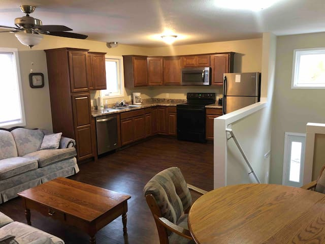 4 Bedroom Apartment Walking Distance to Games!