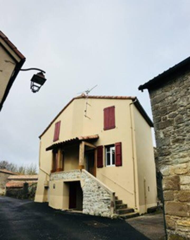 Maison de village des templiers  sur le LARZAC