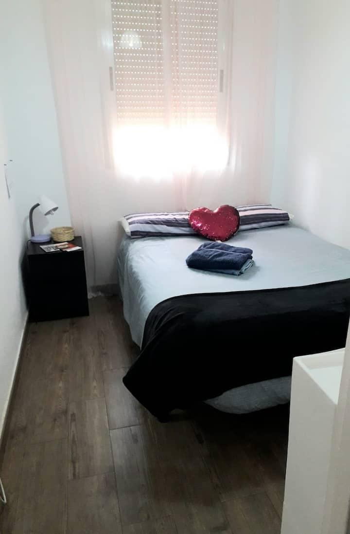 Habitación en Madrid a 15 min de puerta de sol.