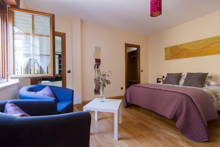 Mistic Hostel, double room with hydromassage batht - Ávila - Talo