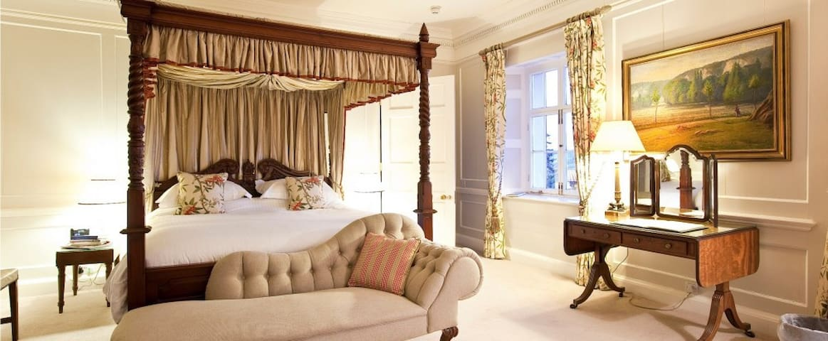 Sumptuous Four Poster Castle Suite - Saltash