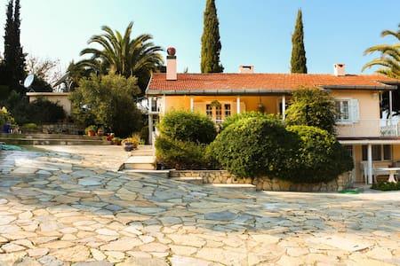 Urla - Haus mit Garten und Pool - Urla