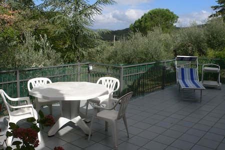 COTTAGE AT TRASIMENO LAKE (Italy)