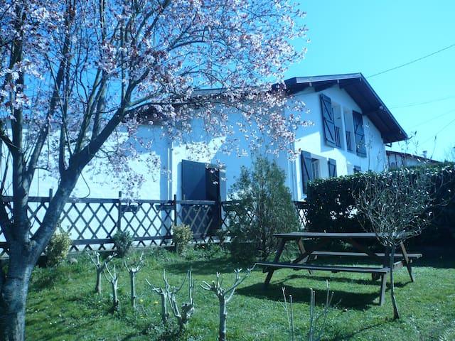 Gîte à 15 min de Saint Jean de Luz - Saint-Pée-sur-Nivelle - Appartement