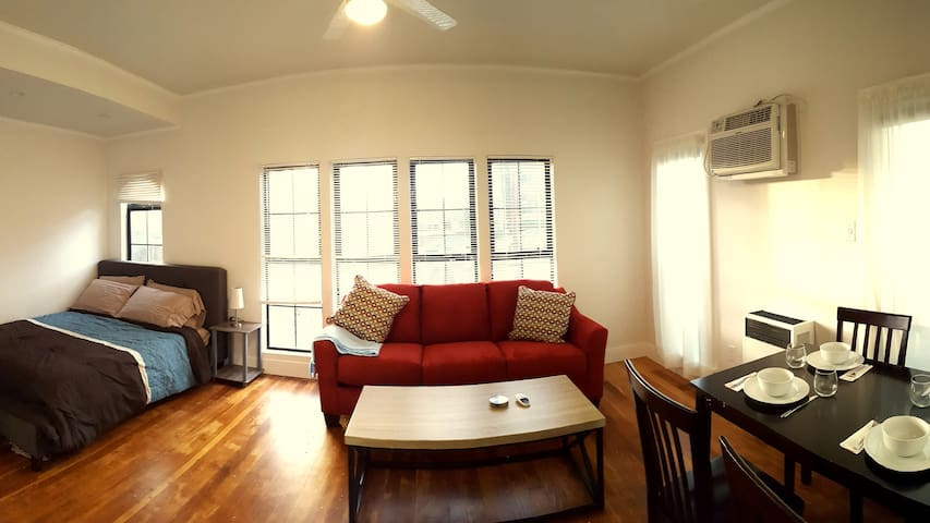 Spacious and Central Los Feliz Apartment, Sleeps 4