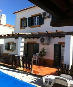 Casa com jardim e piscina privada - Santo Estevão