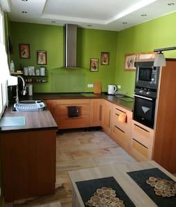 Gemütliche Wohnung 90qm - Homburg - Apartemen