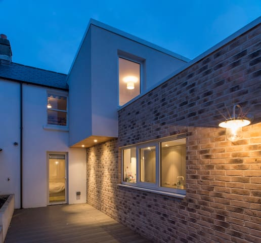 Recently Renovated Victorian House - Sandymount - House