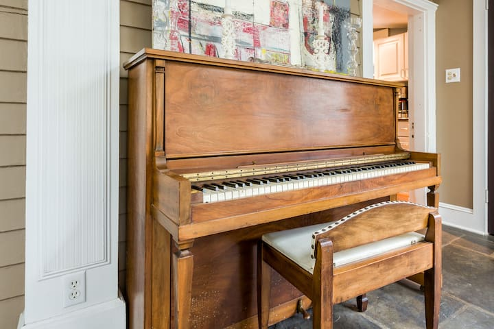 Piano in living / dining area